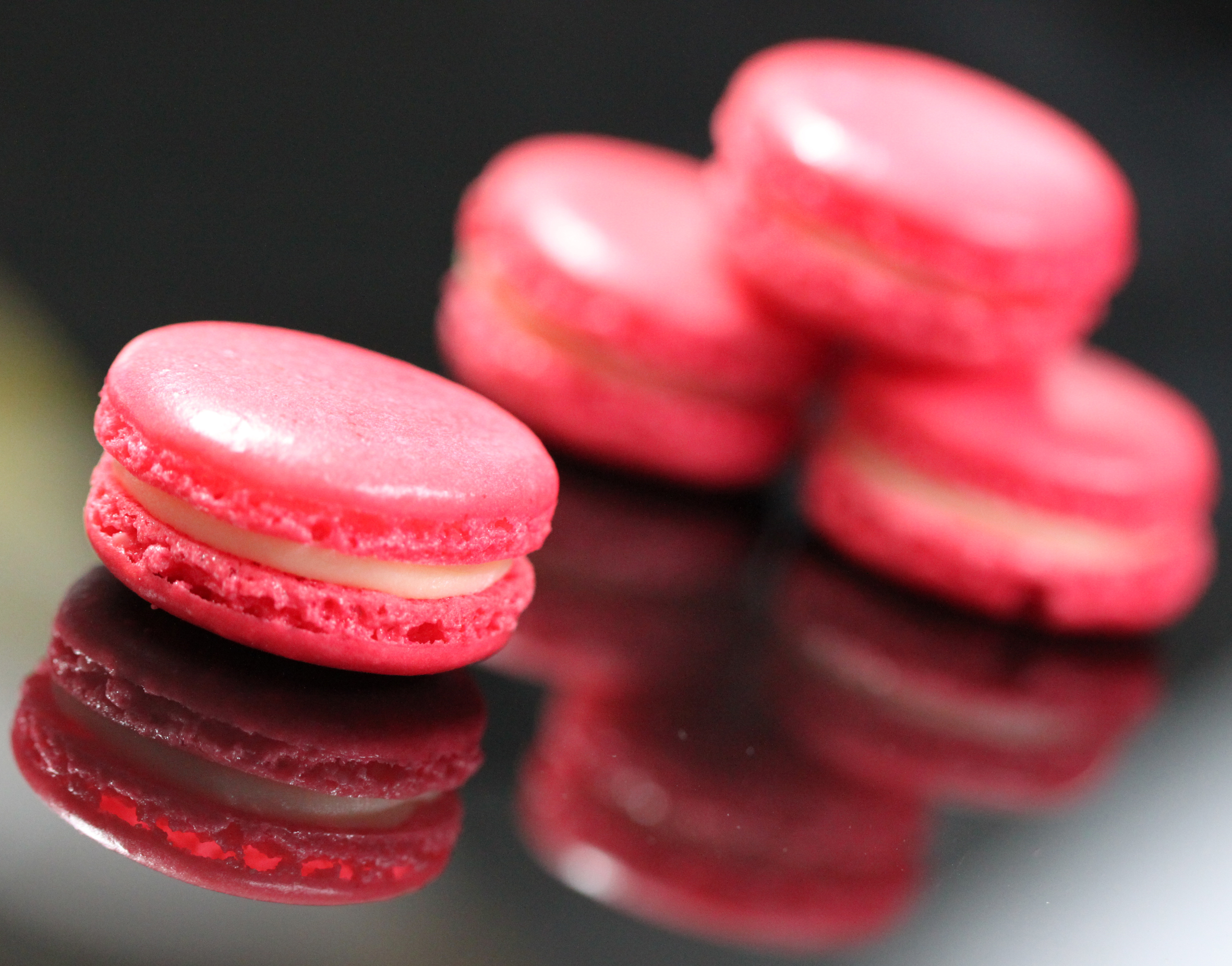 Strawberry icecream macaron